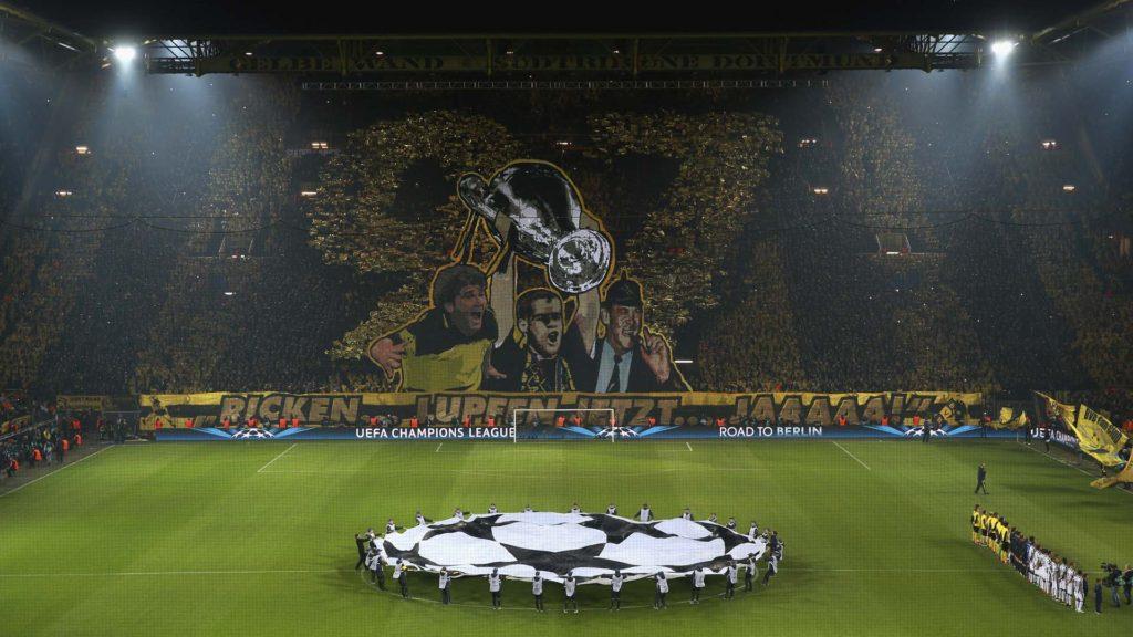 Estádio Signal Iduna Park em Dortmund.